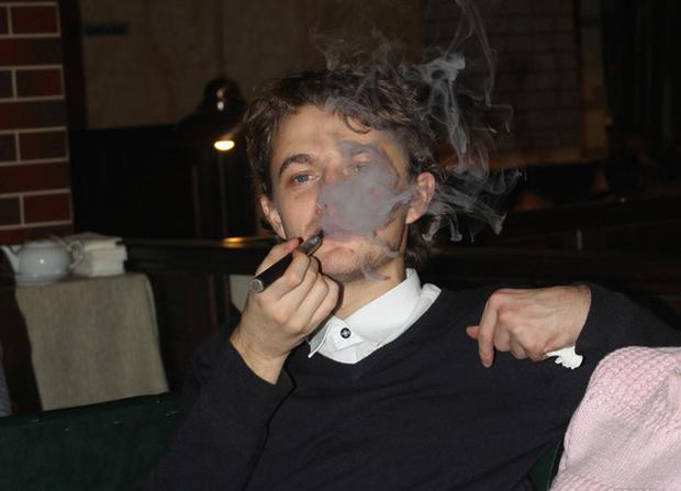 Алексей и дым от электронной сигареты